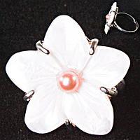 Кольцо без р-р крупный цветок красная бусина Перламутр резной