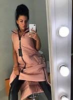 Удлиненная бледно-розовая женская утепленная жилетка на молнии и по бокам. Арт-7411/80, фото 1