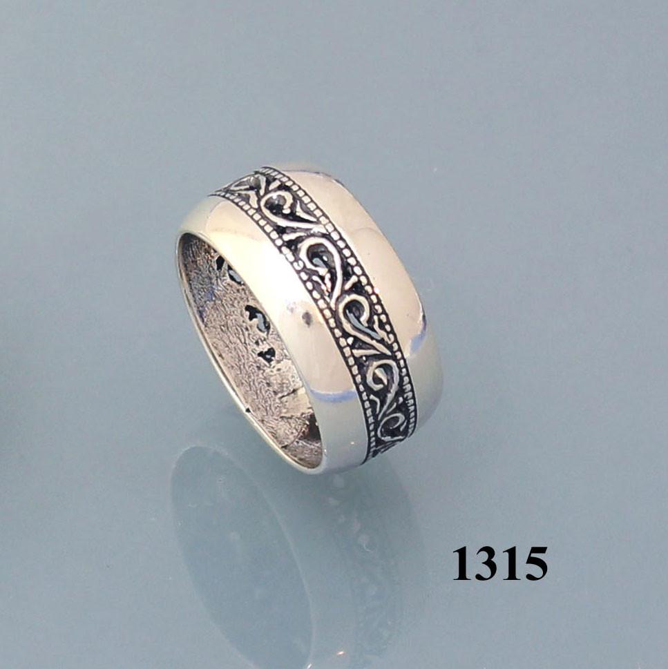 Кольцо из серебра 925 пробы.