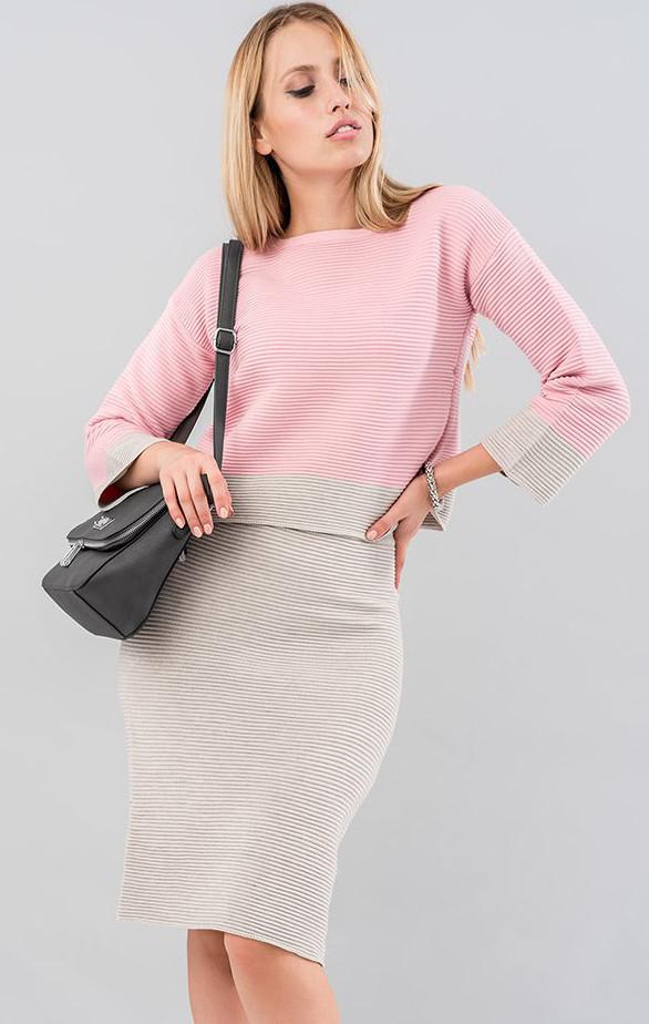 Женский костюм с юбкой бежево-розового цвета. Модель 19580