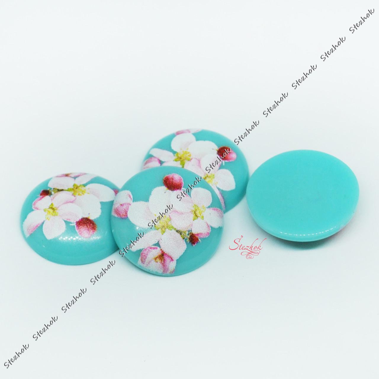 Кабошон круглый из смолы с цветком 20мм голубой для рукоделия