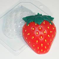 Пластиковая форма для мыла Клубника