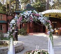 Прокат венчальных арок с живыми и искусственными цветами