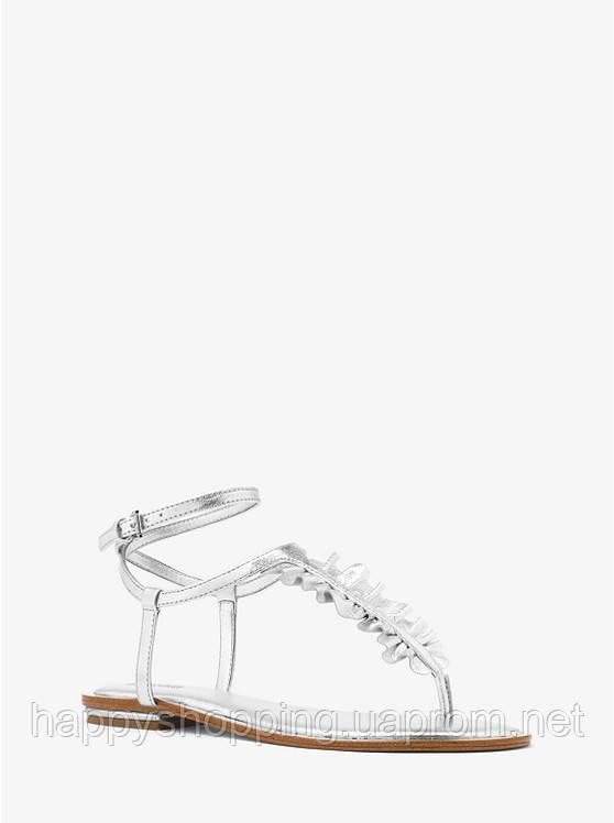 Женские стильные кожаные серебристые босоножки на плоском ходу популярного бренда Michael Kors