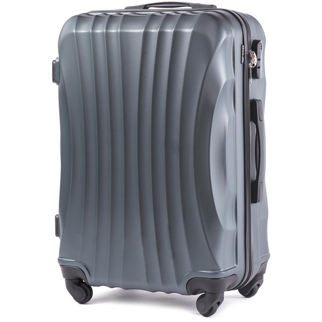 Средний пластиковый чемодан Wings 159 на 4 колесах зеленый