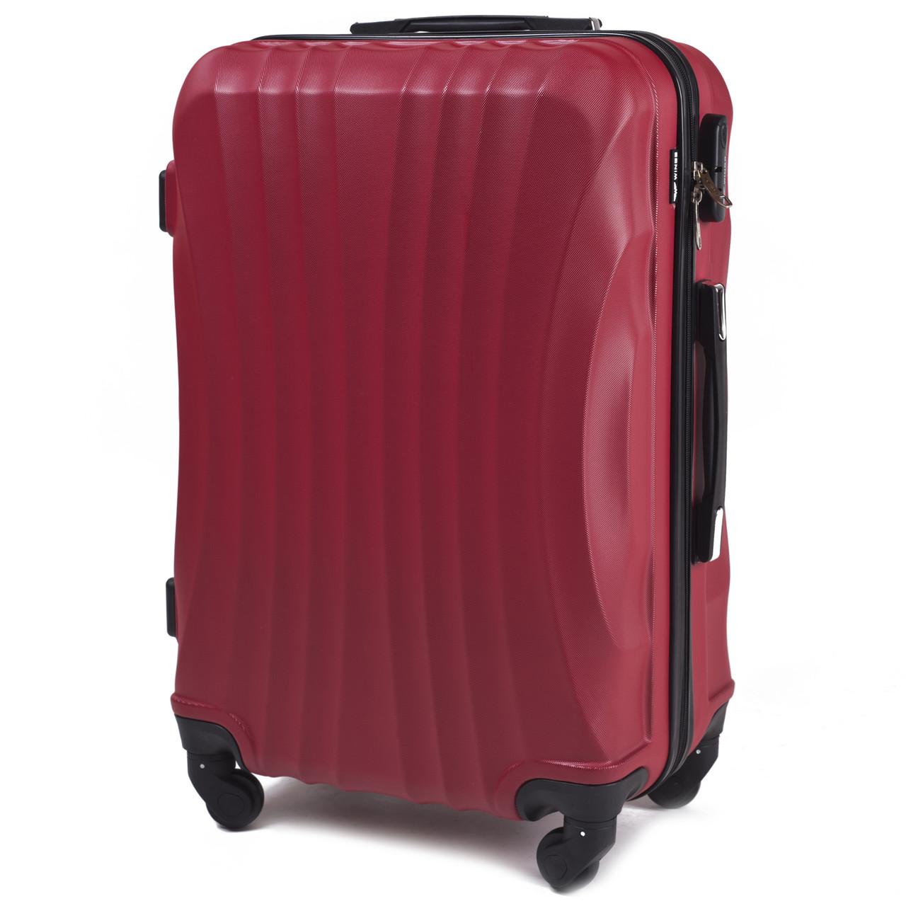 Средний пластиковый чемодан Wings 159 на 4 колесах красный
