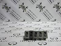 Кнопка стеклоподъемника задней двери INFINITI Qx56