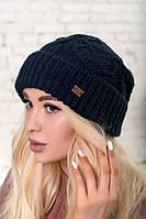 Синяя шапка объемной вязки