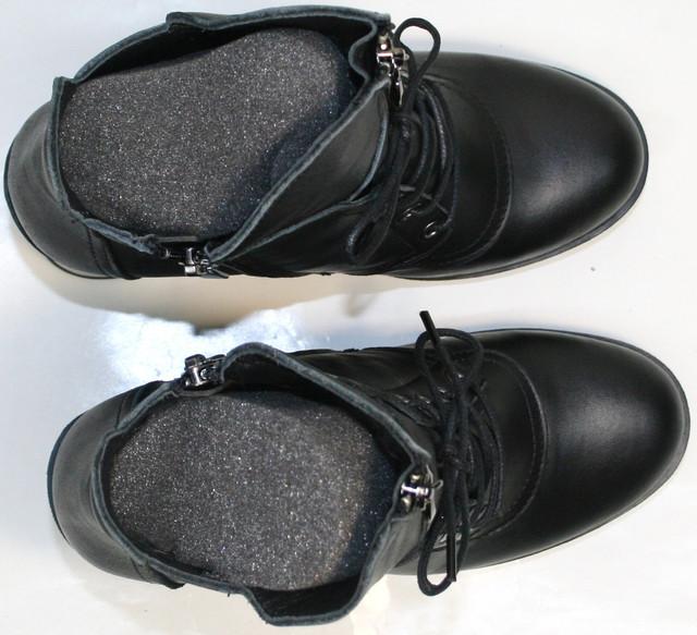 Изготовены из натуральной кожи черного цвета. Подкладка из шерсти сохранит микроклимат внутри обуви, а пенолатексная стелька снизит ударные нагрузки при ходьбе.