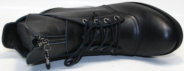 """Декоративная шнуровка частично регулирует объем. На внутренней стороне """"молния"""""""
