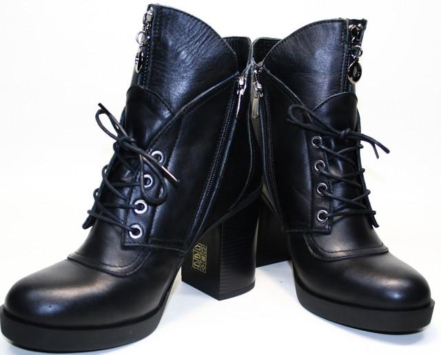 Для модниц, что любят выглядеть изящно и женственно. Женские ботильоны на толстом каблуке создали согласно последним пискам моды. Модель выглядит стильно и дорого, обеспечит обладательнице комфорт, сделает ножки стройнее, а походку уверенней.