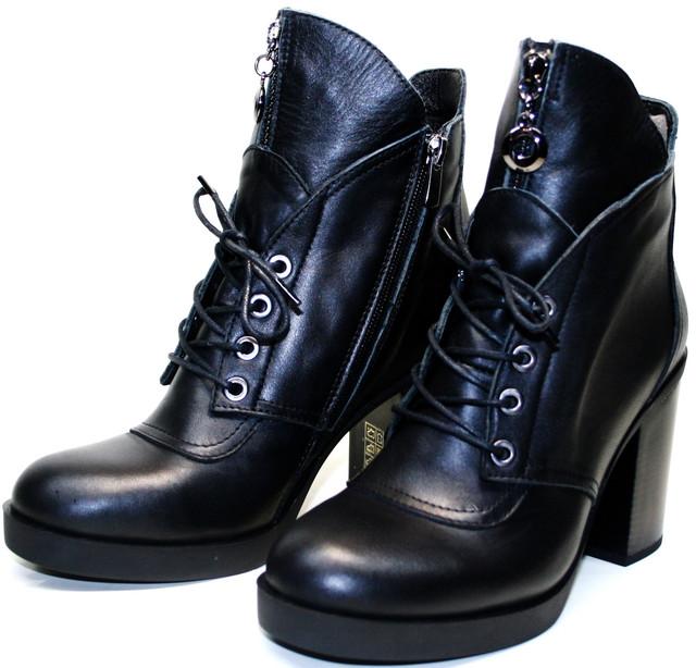 """Непременно """"должны стоять"""" в женском гардеробе. Ботильоны на устойчивом каблуке разумный выбор для повседневной носки."""