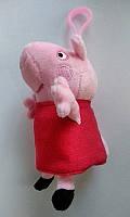 Свинка Пэпа в красном.