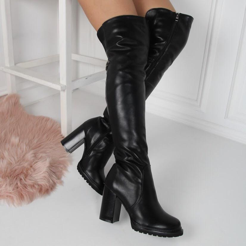 Зимние высокие ботфорты с мехом на каблуке черные