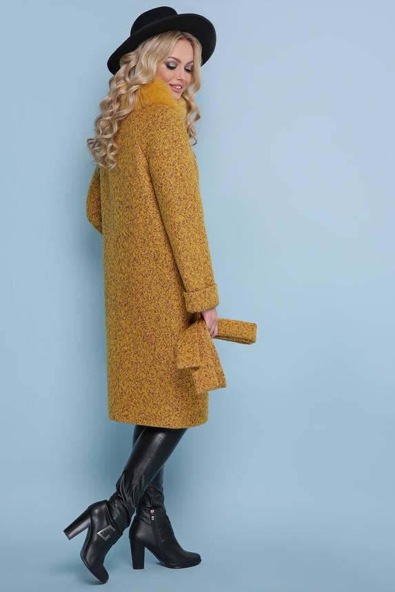 Женское зимнее пальто с меховым воротником горчичное, фото 2