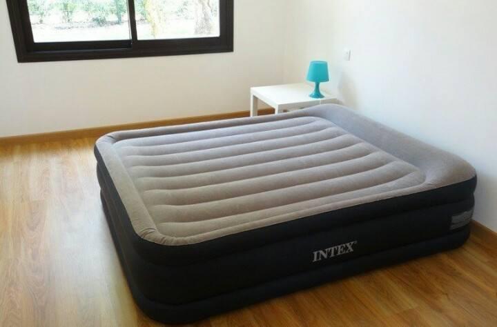 Надувная кровать со встроенным электронасосом  152-203-51cm