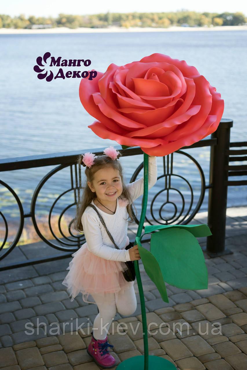 Большие цветы Роза Красная на стебле и металлической подставке Продажа