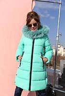 Зимняя куртка на девочку с натуральным мехом в тон куртки.