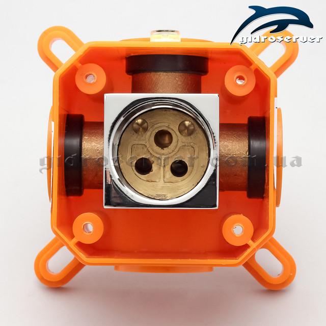 Смеситель скрытого монтажа KVB-01.2 используется для комплектации гигиенического душа, душевых систем встраиваемых в стену.