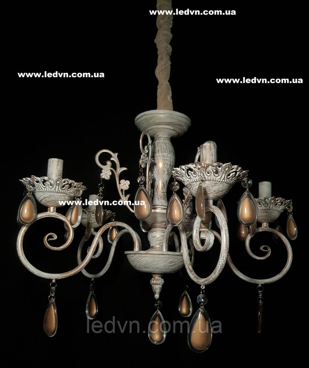 Классическая подвесная люстра в бежевых тонах на 5 ламп
