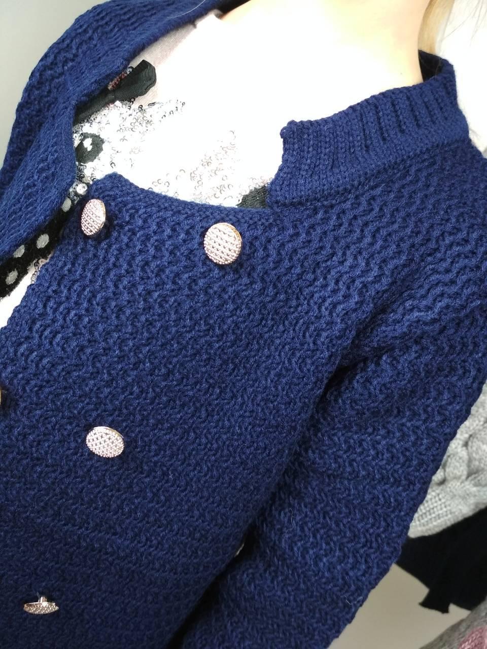 вязаный детский жакет для девочки на пуговицах синего цвета за 330