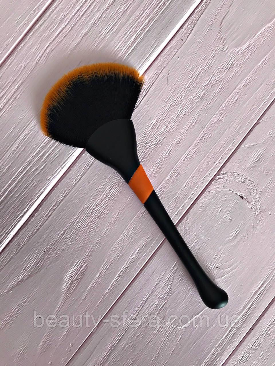 Кисть для макияжа большая С-09