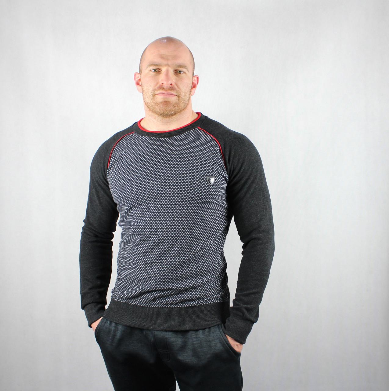 Теплый мужской свитер черного цвета