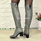 Зимові шкіряні ботфорти на стійкому каблуці, колір сірий, фото 2