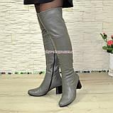 Зимові шкіряні ботфорти на стійкому каблуці, колір сірий, фото 3