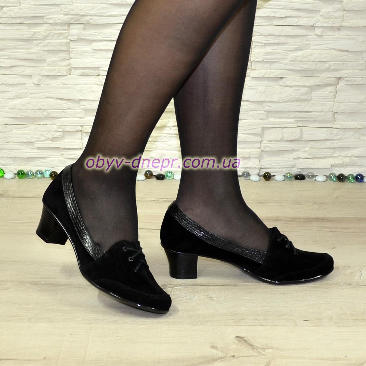 Жіночі замшеві туфлі на невисокому каблуці, декоровані шнурівкою