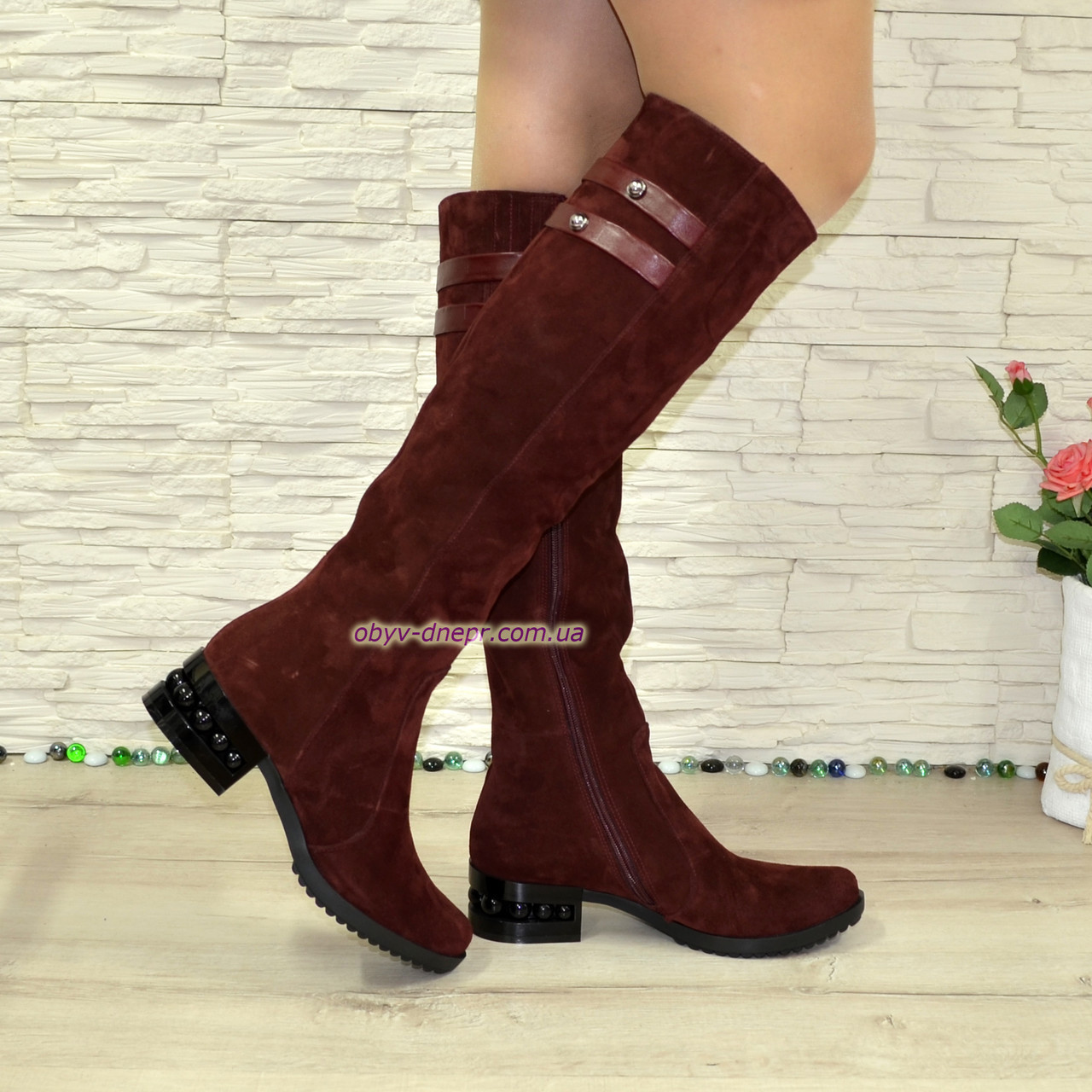Ботфорты женские замшевые зимние на невысоком декорированном каблуке