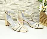 Женские кожаные босоножки на устойчивом каблуке, цвет бежевый, фото 4