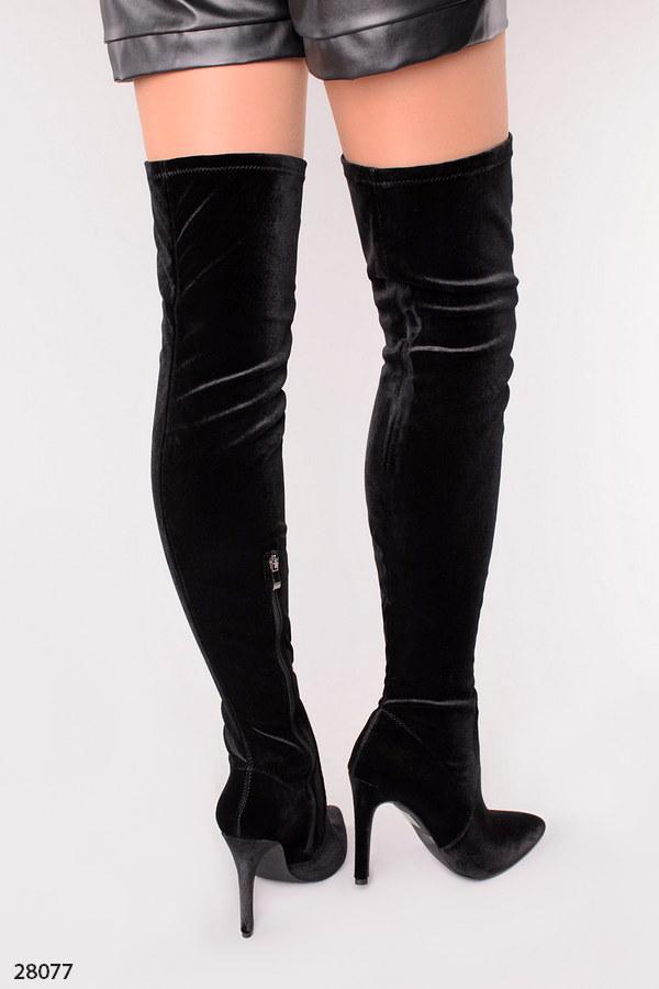 Модные стильные демисезонные велюровые ботфорты на шпильке