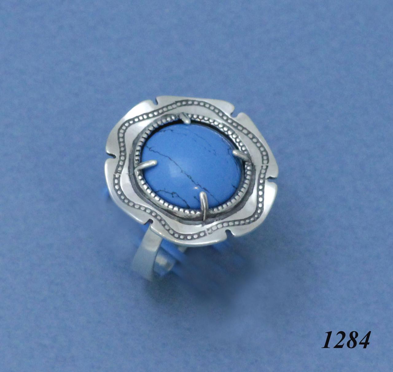 Кольцо из серебра с имитацией бирюзы.