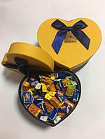 Жевательная жвачка Love is, жвачки лове ис ассорти в подарочной упаковке 100 шт сине желтая коробочка