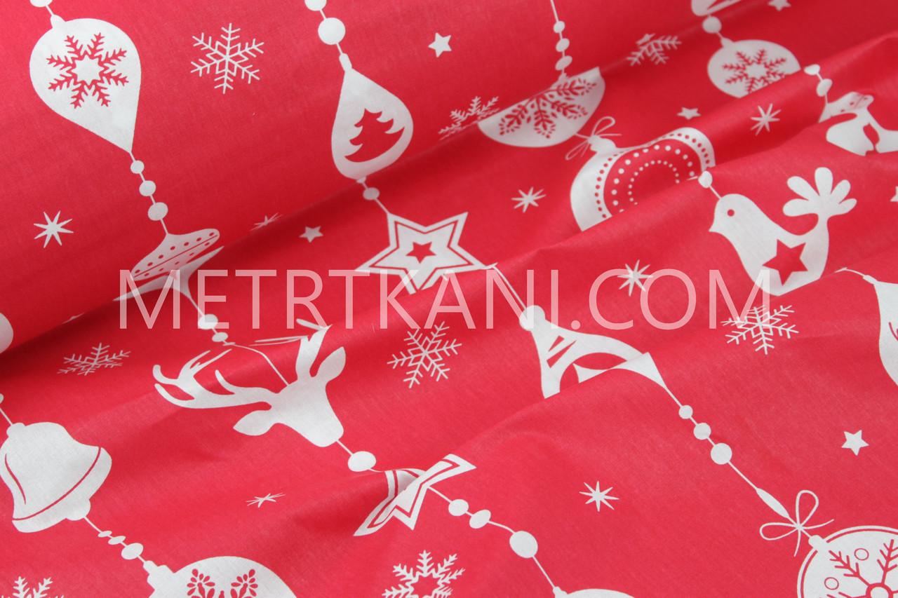 """Новогодняя ткань """"Гирлянда новогодних игрушек с рисунками"""" белые на красном фоне № 1232"""