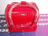 Бьюти-кейс. сумка для мастеров индустрии красоты . Цвет -красный. Лаковый.