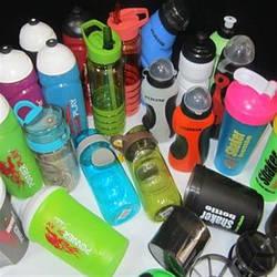 Шейкери і спортивні пляшки