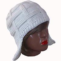 Женская вязаная зимняя шапка-ушанка белого цвета