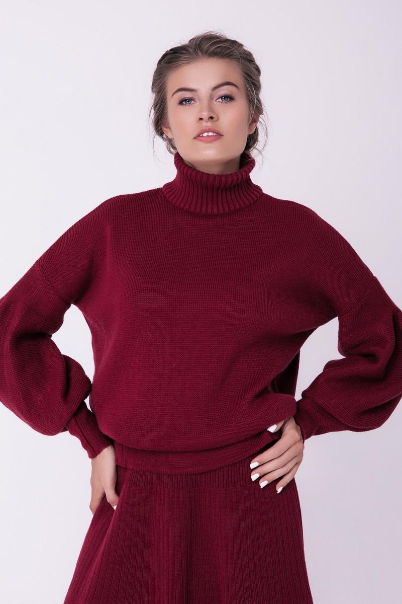 Теплый женский вязаный свитер под горло с объемным рукавом