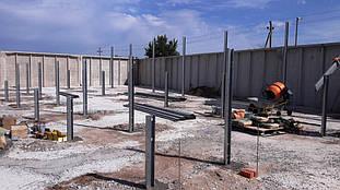 Опоры металлоконструкций после бетонирования.