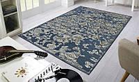 Тонкие рельефные ковры на синем фоне