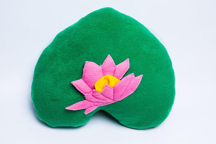 Декоративная подушка Лилия