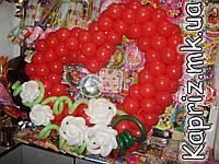 Сердце из шаров,дополненное цветами, фото 1