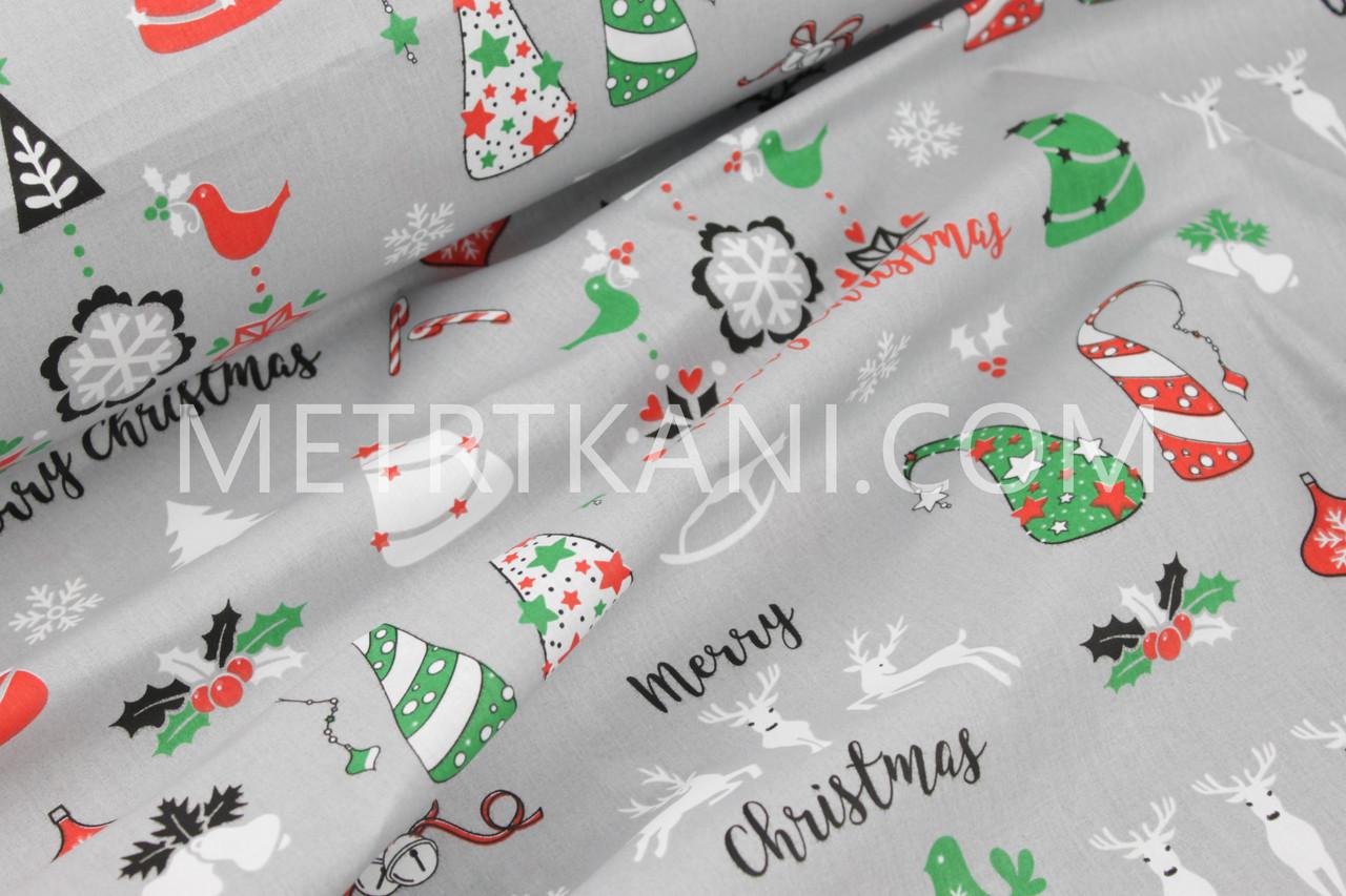 """Новогодняя ткань  """"Олени с  новогодними игрушками """" на сером фоне № 1242"""