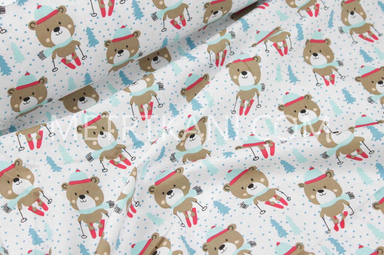 """Новогодняя ткань """"Мишки лыжники """" в мятно-красныхшапках № 1246"""
