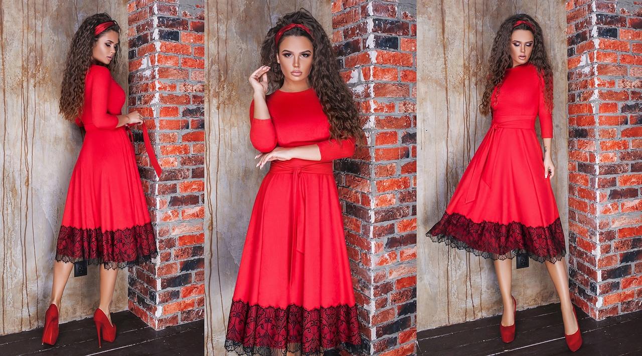 Замшевое платье длины миди с гипюром
