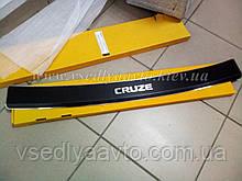 Накладка на бампер с загибом Chevrolet Cruze седан с 2008 г. (Carbon)