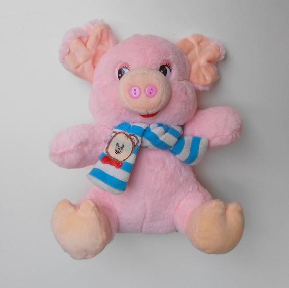 Мягкая игрушка Свинка 24 см розовая с шарфиком