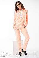 Трикотажный спортивный костюм персико-розового цвета
